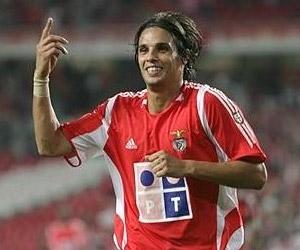 Portugals Nuno Gomes
